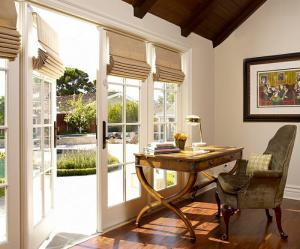 krasivaya-rimskaya-shtora-na-balkonnuyu-dver-Sarah-Barnard-Design-min